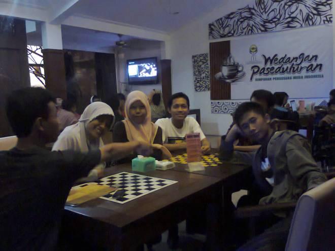 Hangout ke Cafe 7