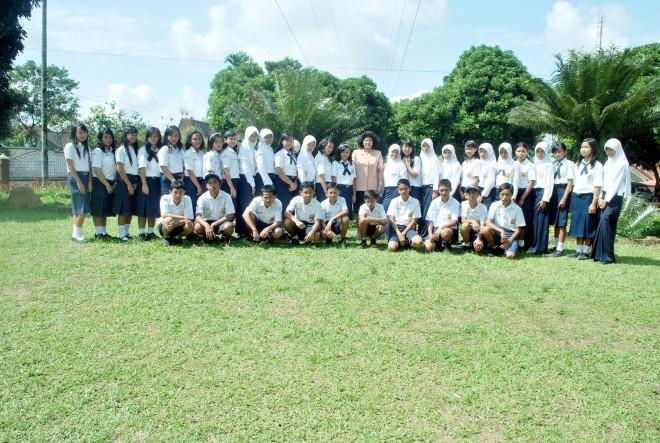 Keluarga IX A SMPN 1 Mojotengah '2010