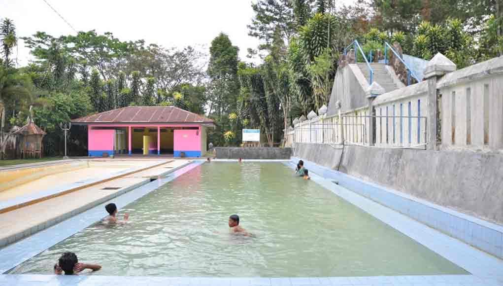 Kolam renang air hangat